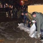 uzice-poplava-džakovima peska protiv stihije