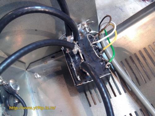 HF relays are fixed in separate Aluminum box