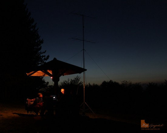 hamradio-portable-in-the-night-02